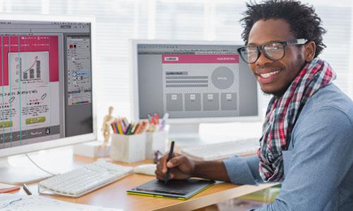 Webdesigner Freelance travail à la création graphique d'un site web